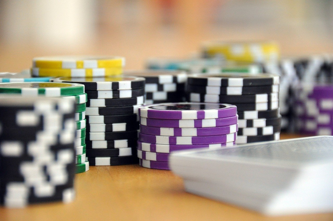 Things you can do by playing at the online casino
